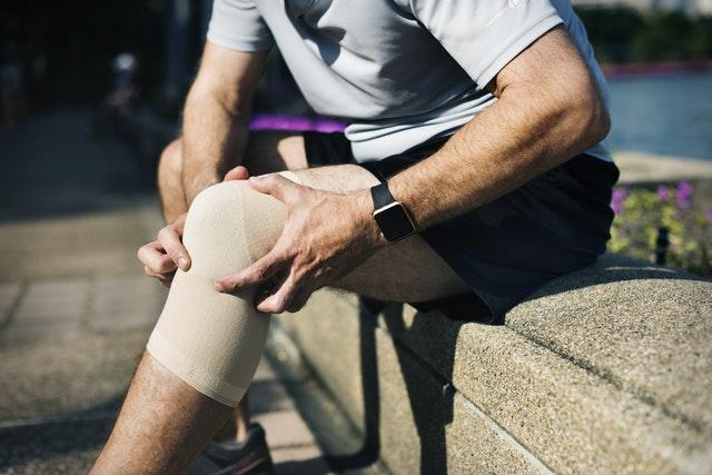 bursită în articulația genunchiului cauze și tratament