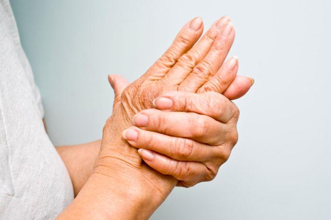 articulațiile degetelor fac clic pe durere