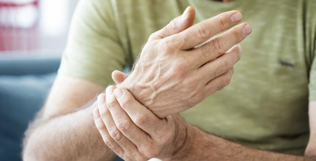 artrita alergica pe maini leziuni ale articulației pelvine