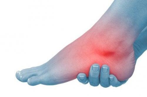 ce rănește articulația gleznei