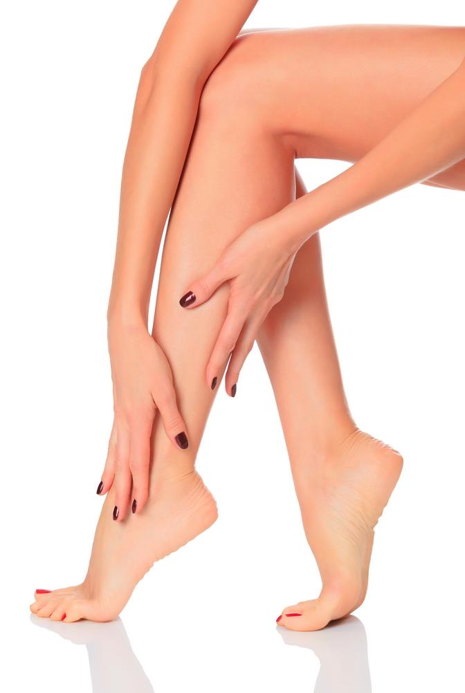 articulația genunchiului iese umflarea picioarelor și durere în articulațiile picioarelor