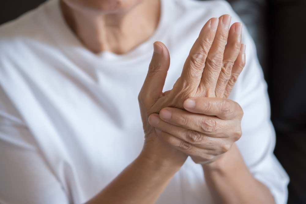 Relief pentru dureri de articulații degetul, artralgie vs artrită: